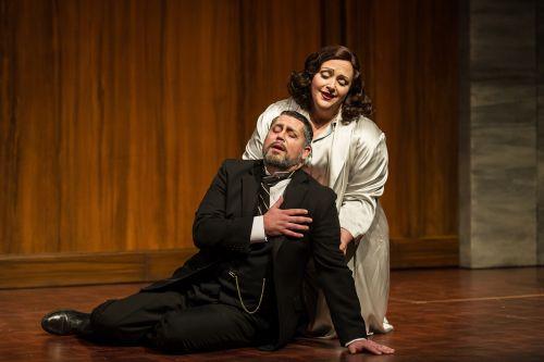 David Stout and Helena Dix in 'Cristina, regina di Svezia' by Foroni. c Photo by Clive Barda