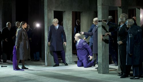 Act 2 of Un ballo in maschera – after Amelia (Virginia Tola) has removed her veil, her husband Count Ankarstrom (Fabián Veloz) kneeling with l. Ribbing (Fernando Radó) and r. Horn (Lucas Debevec Mayer). (Photo Prensa Teatro Colón/Máximo Parpagnoli
