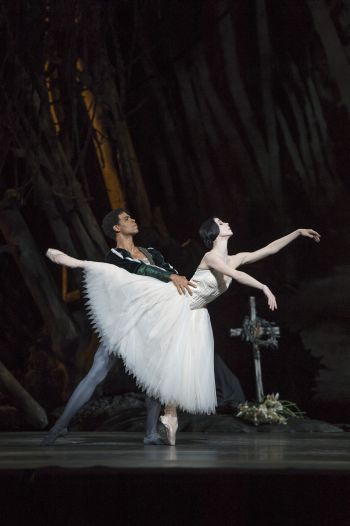 GISELLE, The Royal Ballet; Giselle Photo (c) Bill Cooper