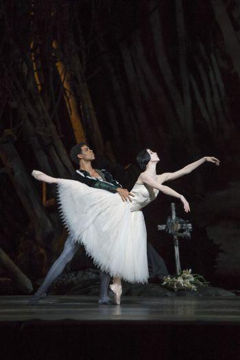 GISELLE, The Royal Ballet; Giselle Photo (c) Bill Cooper