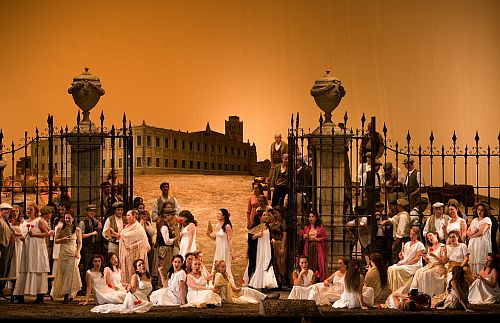 Carmen, Bavarian State Opera production 2007, photo Wilfried Hösl