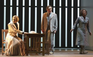 : Jennifer Holloway (Temple Blake), James Johnson (Gavin Stevens) and Siphiwe McKenzie (Nancy) premiere Strasnoy's Réquiem in the Teatro Colón. (Photo Prensa Teatro Colón/Máximo Parpagnoli)