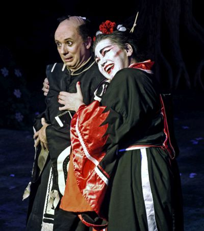 Mikado Photo: Charles Smith