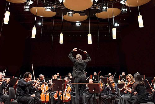 Mostly Mozart Festival Orchestra (with acoustical pods) Photo by: Jennifer Taylor