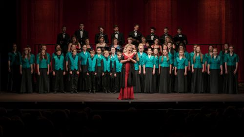 Susan Bullock, Festival Chorus and Kinder Choir in Opera Gala-500
