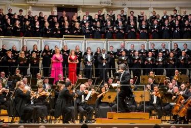 Riccardo Muti with soprano Camilla Nylund, mezzo-soprano Ekaterina Gubanova, tenor Matthew Polenzani, bass-baritone Eric Owens and the Chicago Symphony Orchestra and Chorus. Photo: Todd Rosenberg.