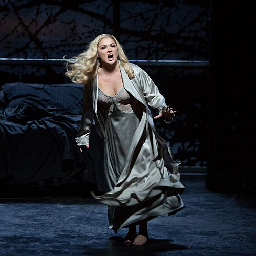 Netrebko as Lady Macbeth c Marty Sohl & Metropolitan Opera