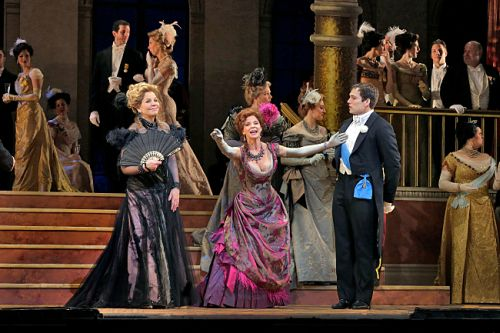 Photo Renée Fleming (Hanna Glawari) Kelli O'Hara (Valencienne) and company of The Merry Widow c The Metropolitan Opera