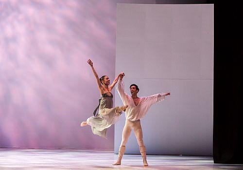 orthern Ballet's Romeo & Juliet, Photo Martin Bell