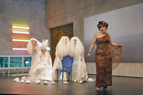 Ashley Milanese, Heather Stebbins and the cast of Ariadne auf Naxos (Photo: Opera Philadelphia)
