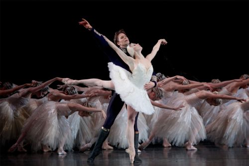 Natalia Osipova as Odette and Matthew Golding as Prince Siegfried in Swan-Lake c ROH and Alice Pennefather