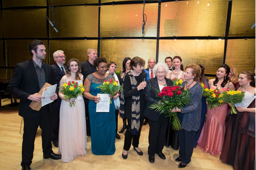Winners and finalists with Hilde Zadek (Foto Fayer)