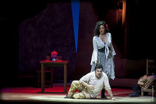 Adriana Mastrángelo (Carmen) and Enrique Folger (Don José) in Teatro Argentino's Carmen. Photo Teatro Argentino