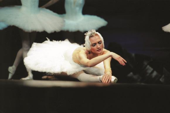 Irina Kolesnikova as Odette c The St Petersburg Ballet Theatre (580x387)