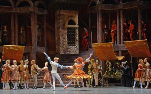 Romeo-steven-mcrae-itziar-mendizabal-full-stage_1000