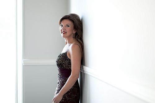 Tasmin Little 29 August 2013 Bishop Strings and Oh! Studios, London Hair & make up: Elizabeth Rita Assistant: Peter Finlay joint commission: Tasmin Little for publicity and Chandos for CD covers