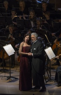 Plácido Domingo (baritone, tenor) and Ana María Martínez (soprano). Photo: Michael Brosilow.