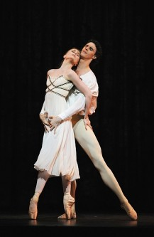 Romeo and Juliet - Jenna Roberts as Juliet and Iain Mackay as Romeo- photo Roy Smiljanic