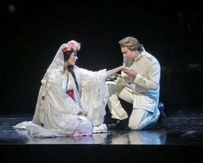as Cio-Cio-San and Roberto Alagna as Pinkerton<br/> Photo: Marty SohlMetropolitan Opera