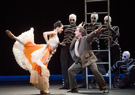 Tamara Rojo (Frida Khalo) and Irek Mukhamedov (Diego Rivera) in Broken Wings from She Said by English National Ballet @ Sadler's Wells. (Taken 12-04-16) ©Tristram Kenton 04/16 (3 Raveley Street, LONDON NW5 2HX TEL 0207 267 5550 Mob 07973 617 355)email: tristram@tristramkenton.com
