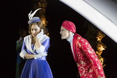 Ezgi Kutlu (Isabella), Quirijn de Lang (Mustafà). Credit: Johan Persson