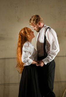 Sara Videbeck (Frida Engström) and Sergeant Albert (Carl Ackerfeldt). Photo: Petter Magnusson.