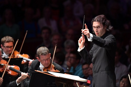Vladimir Jurowski conducts the London Philharmonic Orchestra and Choir (c) Chris Christodoulou.