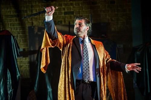 Robert Davies as Leone, Buxton Festival. Photo credit: Robert Workman.