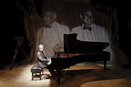 Hershey Felder as Leonard Bernstein. Photo credit: Hershey Felder Presents.