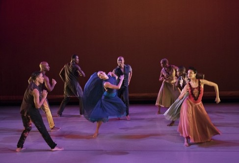 Open Door Choreography: Ronald K. Brown Alvin Ailey American Dance Theater Credit Photo: Paul Kolnik studio@paulkolnik.com nyc 212-362-7778
