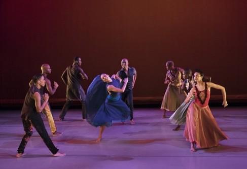 Open Door Choreography: Ronald K. Brown Alvin Ailey American Dance Theater Credit Photo: Paul Kolnik studio@paulkolnik.com nyc 212-362-7778