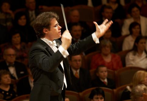 jakub-hrusa-prague-philharmonia