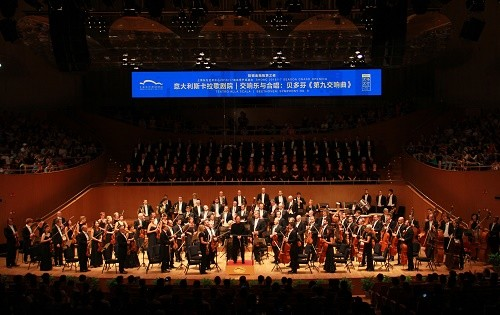 Chorus and Orchestra of Teatro alla Scala with conductor Myung-Whun Chung at Shanghai Oriental Arts Center  (c) SHOAC