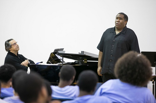 Riccardo Muti and Eric Owens at the Illinois Youth Center in Chicago. (Photo: Todd Rosenberg)