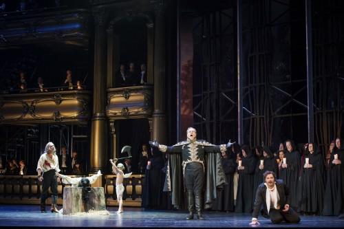 Michael Volle (centre) as Guy de Montfort, Les Vepres Siciliennes 2016, photo courtesy Bill Cooper - Royal Opera House