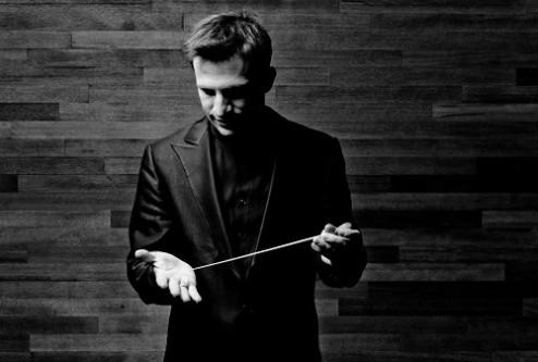 Cornelius Meister - Dirigent Photo: Marco Borggreve