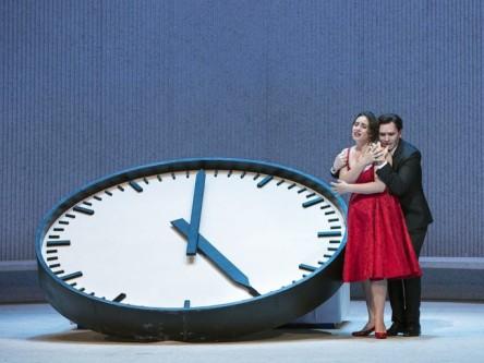 traviata-met-clock