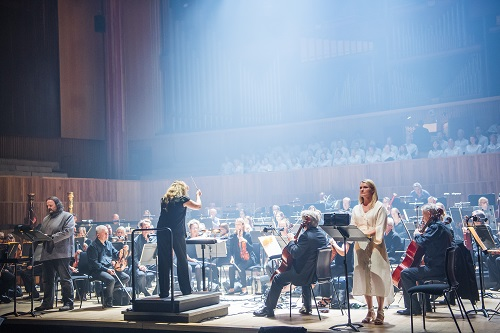 Gwyn Hughes Jones, Simone Young, conducting and Patricia Bardon in The Dream of Gerontius by Elgar @ Royal Festival Hall. Directed by Lucy Carter. Conductor, Simone Young. (Opening 01-07-17) ©Tristram Kenton 06-17 (3 Raveley Street, LONDON NW5 2HX TEL 0207 267 5550 Mob 07973 617 355)email: tristram@tristramkenton.com