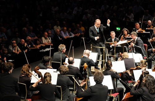 Prom 42: Les Siècles and François-Xavier Roth, (Cédric Tiberghien on piano)at the Royal Albert Hall, on Wednesday 16 Aug. 2017. Photo by Mark Allan