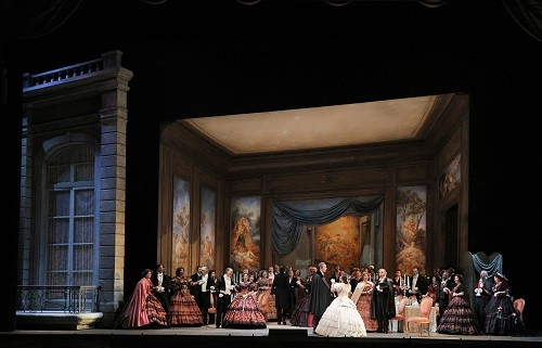 A scene from Act I of Verdi's 'La Traviata' (Photo: Cory Weaver/San Francisco Opera)