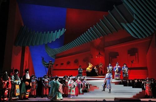 Act II Scene 2 of Turandot in the production by David Hockney (Photo: Cory Weaver/San Francisco Opera)