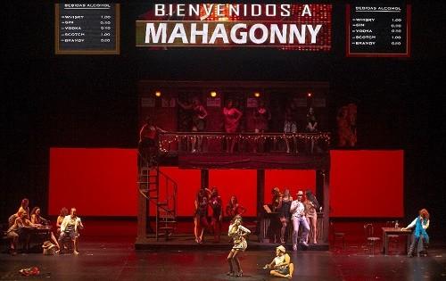 Latin America's co-production of Aufstieg und Fall der Stadt Mahagonny at the Teatro Colón. (Photo Arnaldo Colombaroli)