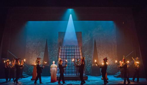 A scene from Aida by Verdi @ London Coliseum. An English National Opera production. Conducted by Keri-Lynn Wilson. Directed by Phelim McDermott. (Opening 28-09-17) ©Tristram Kenton 09-17 (3 Raveley Street, LONDON NW5 2HX TEL 0207 267 5550 Mob 07973 617 355)email: tristram@tristramkenton.com