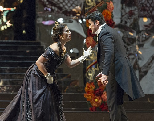 Ermonela Jaho (Violetta) and Saimur Pirgu (Alfredo) in the Zeffirelli's La Traviata at the Teatro Colón. (Photo Máximo Parpagnoli)
