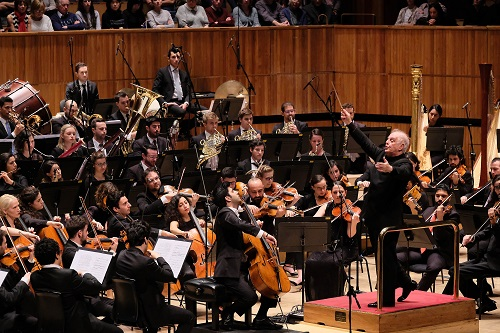 Daniel Barenboim and West-Eastern Divan Orchestra (cello: Kian Sultani) perform Jacqueline du Pré Tribute concerts in aid of the MS Society on Saturday 28 October 2017, 6.30pm, Royal Festival Hall, Southbank Centre  Photo by Mark Allan