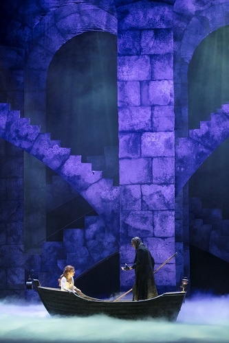 Christine (Frida Engström) and the Phantom (Fred Johanson). Photo: Mats Bäcker
