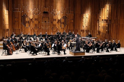 Sir Mark Elder conducts Britten Sinfonia at the Barbican Hall, Thursday 9 November 2017. Photo by Mark Allan