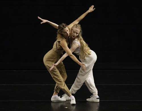 BEVERLY HILLS, CA. NOV. 02, 2017. L.A. Dance Project in a Fall program of US and West coast premiere dances at the Wallis Annenberg Center for the Performing Arts. (Photo Credit: Lawrence K. Ho)