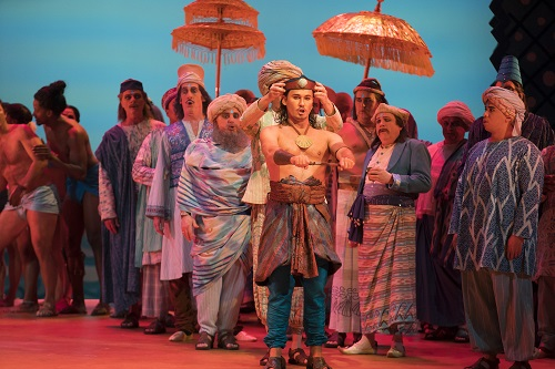 Mariusz Kwiecień and the cast of 'The Pearl Fishers' (Photo: Todd Rosenberg)