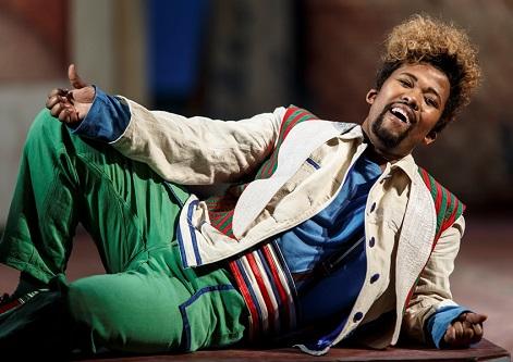 'Un barbiere di qualità': Figaro (Luthando Qave). Photo: Mats Bäcker